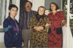 Карашева Екатерина с семьей сына Владимира.