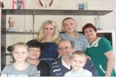 п. Ускемь. Карашев Виктор Сафарбиевич с семьей.