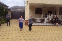 Танцуют Карежева Лариса и Гидова Римма.