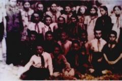 1957 год. Четвертый класс Нижне Курпской средней школы. На переднем плане Карашев Миша,  Кожаев Николай, Карашев Вова.