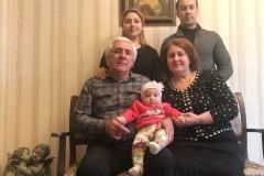 Карашев Саша со своей семьей.
