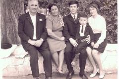 Карашев Хазрит Муридович с женой, старшим сыном Михаилом и его семьей.