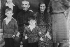 Карашев Джамал Хагуцирович с семьей.