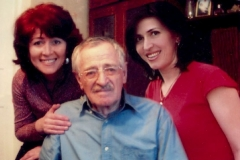 Карашев Хасан Альджукович с дочерьми.