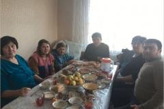 Карашева Лиуаза со своими дочерьми и зятьями.