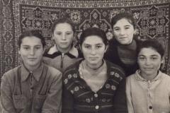 7 класс. Шорманова Равида, Арсаева Женя, Барагунова Нина, Гидова Римма, Гидова Алла.