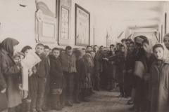 Ученики Нижне Курпской средней школы на полит. занятии.